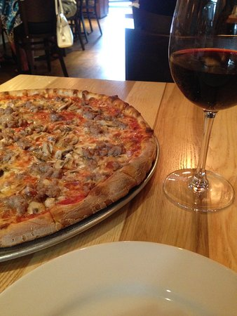 Fairfield, CT: Mushroom and sausage pizza-nice thin crust!