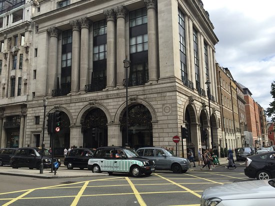 The Wolseley: Exterior del local