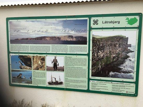 Patreksfjorour, Islandia: Panneau d'information tourisque à proximité (12km)