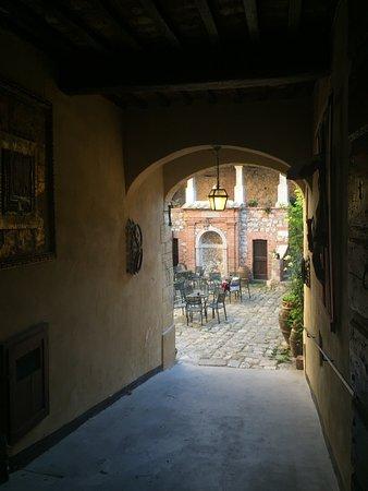 Sarteano, Italy: ingresso fantastico.....