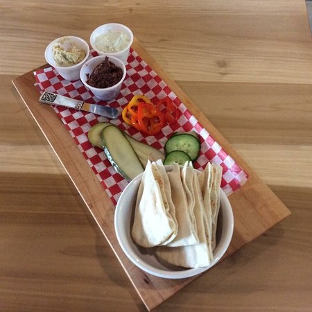 Liverpool, Kanada: Our popular trio of dips with pickled vegetables and pita bread