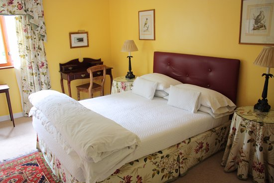 Bed and Breakfast at MellonPatch: Yellow room