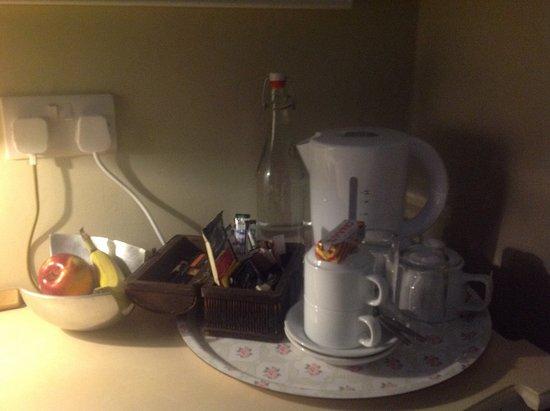 Bonnyrigg, UK: Tea/ coffee and treats