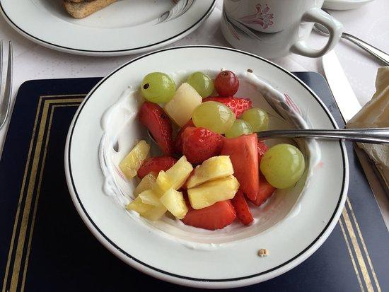 Contin, UK: Top-ontbijt! SUPERHOTEL! Onverwachts werden we verwend. Heerlijke grote kamer, lekkere douche, g