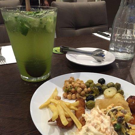 Uxbridge, UK: Virgin Mojoto and some salad