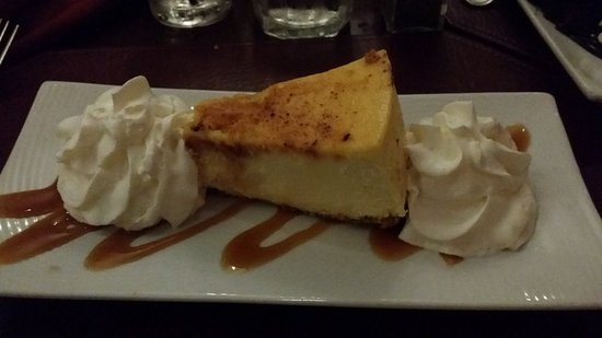 Inn At Bay Pointe: Creme brulee cheesecake