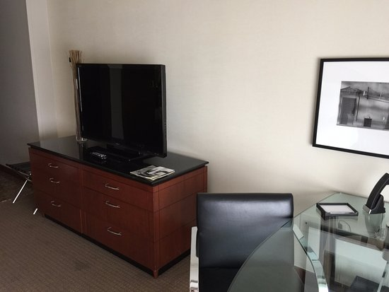 Park Hyatt Chicago: TV