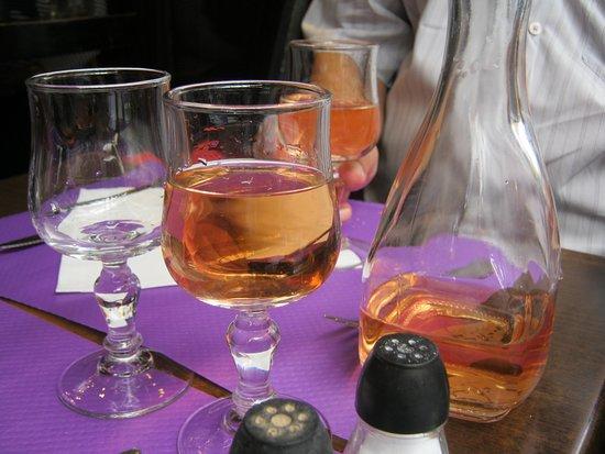 Latin Quarter: Sentar e beber um maravilhoso rosé...