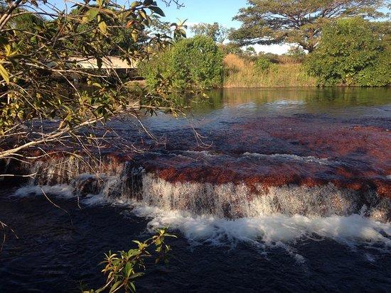 Ponte Alta do Tocantins, TO: Vale demais entrar debaixo das quedas d'água do Rio Soninho