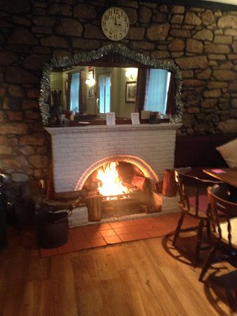 Chirnside, UK: Bar open fire