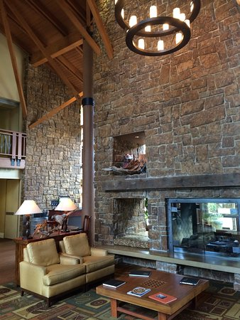 Alderbrook Resort & Spa: Lobby.