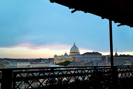 Terrazza coperta al piano inferiore - Picture of Roof Garden Les ...