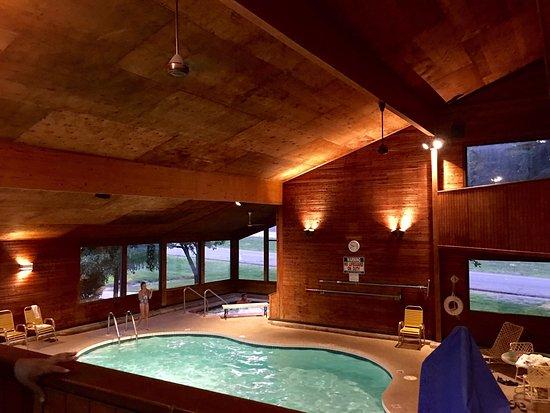 Beds picture of cedar motor inn marquette tripadvisor for Cedar motor inn in marquette michigan