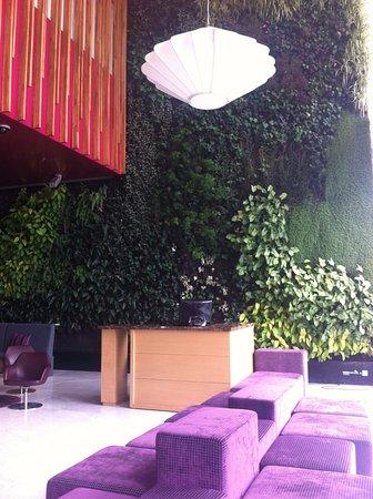 Sonesta Hotel Bogota: Esta es una vista de la recepción. Muy elegante y bien decorada.