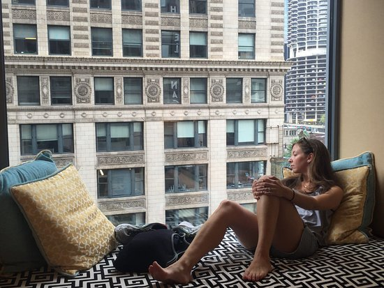 Kimpton Hotel Monaco Chicago: Jenn enjoying the view
