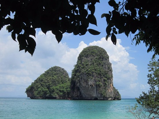 Anyavee Railay Resort: Limestone islands at Railay West