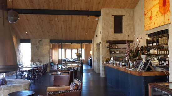 Berrima, Australia: Great cellar door to relax and enjoy.