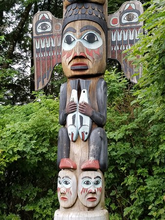 Totem Bight State Historical Park : one of the many totems in the park