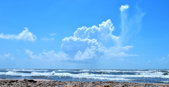 Surfside Beach, TX: Beautiful (and hot) summer day at the beach