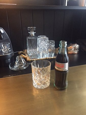 Sir Savigny Hotel: Free drink from the mini bar