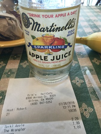 Gilroy, Kalifornien: I had a lovely chicken wrap and gold star apple drink and then realised I was sitting In a verit