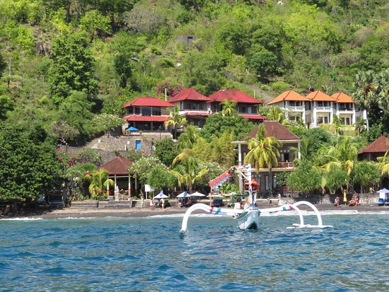 Bayu Cottages Hotel and Restaurant: Bayu Cottages from boat.