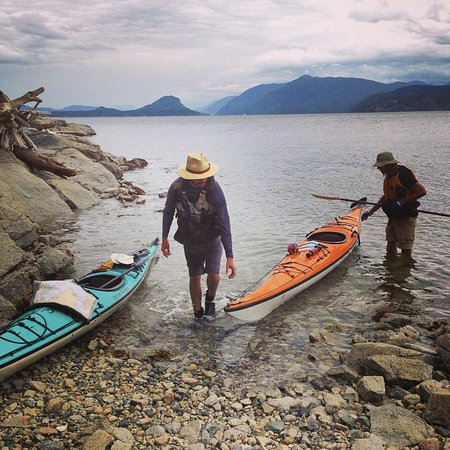Powell River, Канада: Arriving in kayaks