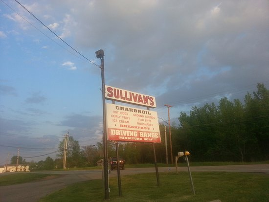 Spencerport, NY: Restaurant and Driving Range All-in-One Location!