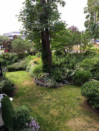 Courtenay, Canada: Gardens below our room