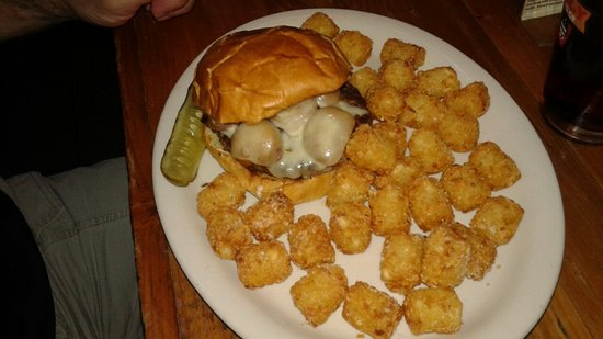 Lakeland, MN: Shiner's Bar and Grill