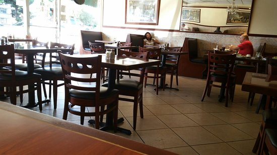 Tustin, CA: Inside the restaurant