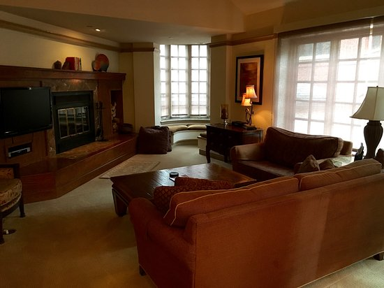 Park Plaza at Beaver Creek: Living room, wood burning fireplace - Luxery