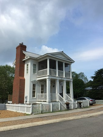 "Pisgah, AL: ""Greek Revival"" cottage"