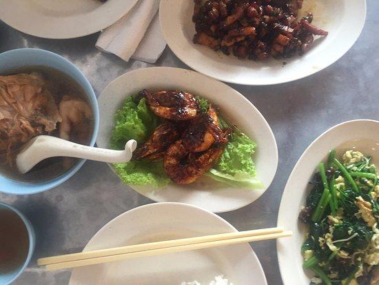 Tek Sen Restaurant: Chicken Ginseng, Tamarind Prawns, veg with Judas ear Fungus and chili pork!
