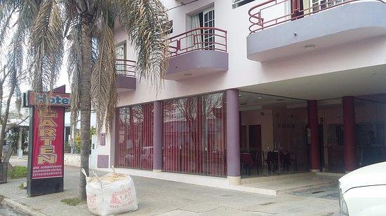Crespo, อาร์เจนตินา: Vista del hotel desde la calle