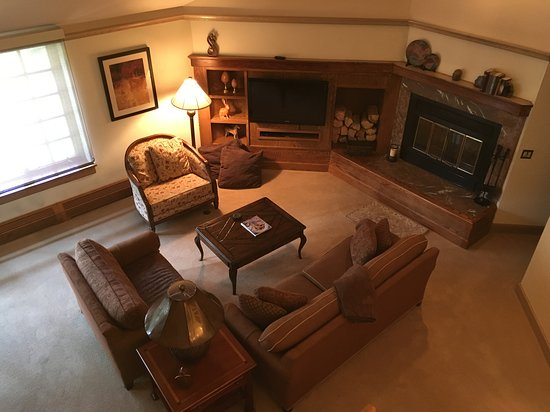 Park Plaza at Beaver Creek: 5 star Living room, wood burning fireplace