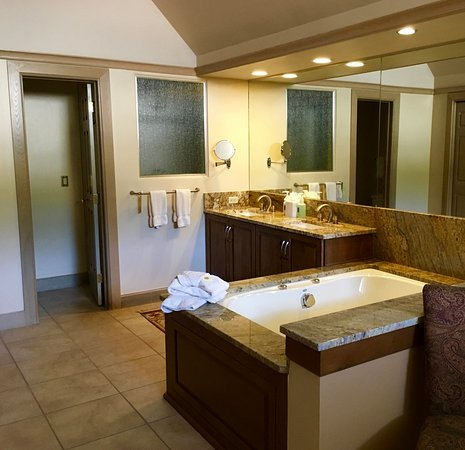 Beaver Creek, CO: 5 star Master Bathroom, whirlpool tub