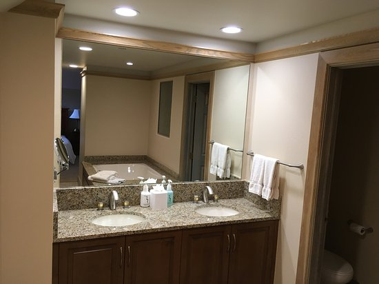 Beaver Creek, CO: Master Bathroom,Double sinks, Granite top