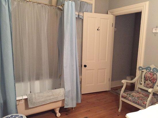Waupaca, WI: Master suite bath