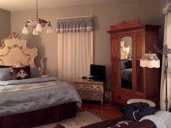 Waupaca, WI: Master suite