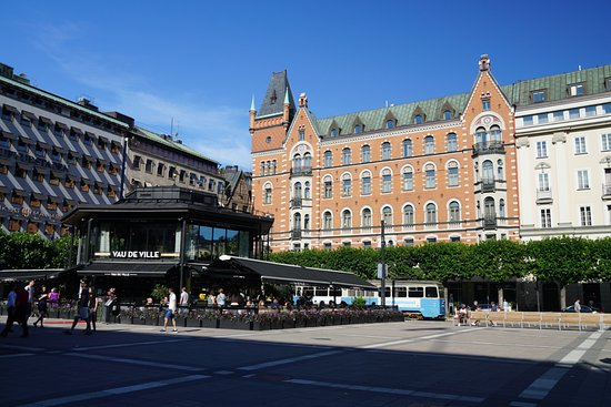 Nobis Hotel: Photo of the hotel and the plaza in front of it, there a nice bar & restaurant in the plaza