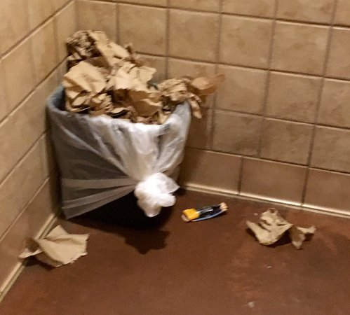 Allen Park, MI: How often does an employee check the restrooms? If public areas look like this, how is the kitch