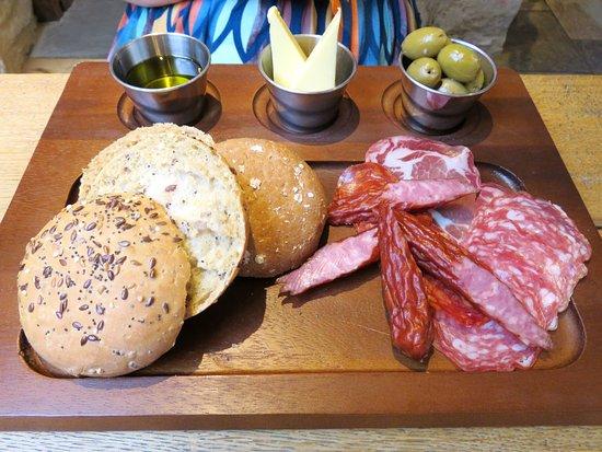 Wellingborough, UK: The Duke of Wellington's Italian Meat Platter Starter (22/Jul/16).
