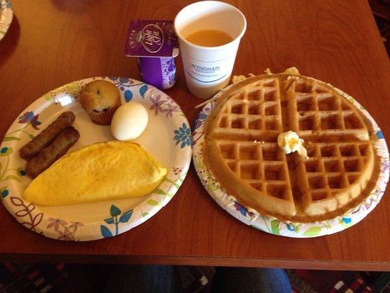 Days Inn by Wyndham Manitou Springs: Breakfast
