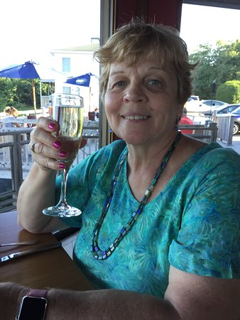 The Looking Glass Restaurant : Enjoying a glass of Prosecco.