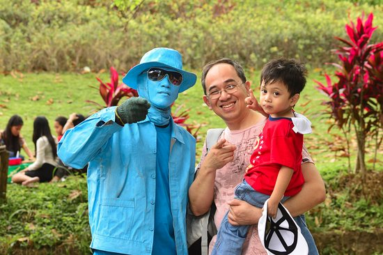 La Mesa Eco Park: My youngest can't figure out why this guy is blue...entertaining folks