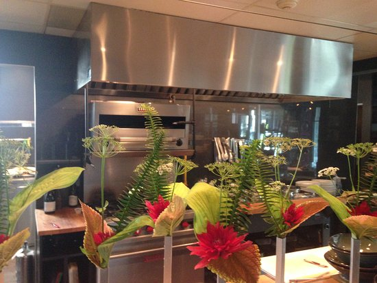 Carrement Bon : cuisine ouverte sur la salle