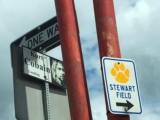 Kurt Cobain Memorial Park: Sign on the street in Aberdeen
