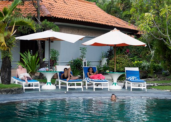 Aruna Senggigi: Pool bit run down but kids loved it. Pool side bar not open during our stay, but possible to ord