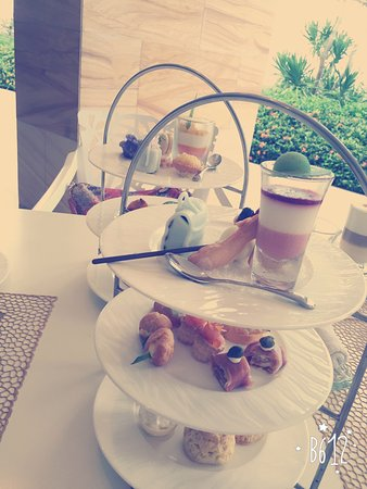 Mulia Villas: 下午茶和海邊酒吧都很好吃
